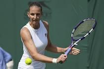 Karolína Plíšková během zápasu s Terezou Martincovou ve Wimbledonu.