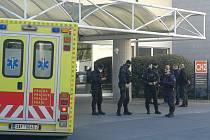 Policie uvedla, že neumožní přímý kontakt prezidenta Miloše Zemana v nemocnici s osobami, které předem neobdrží souhlas lékaře.