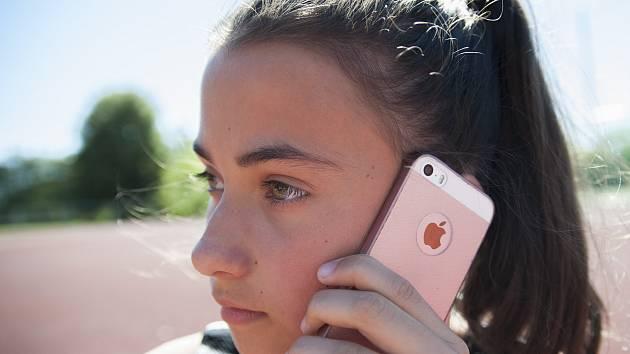 K vysílači mobilního signálu to nemají Kořenečtí daleko. Přesto je jejich obec se zhruba tři sta padesáti obyvateli prakticky bez spojení. Ilustrační foto.