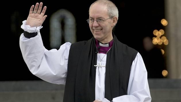 Anglikánská církev schválila v Anglii biskupské svěcení žen.