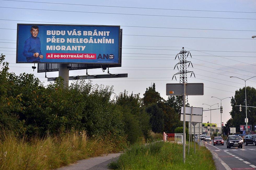…jeho billboardy je vidět na řadě míst Česka.