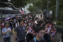 Protestní pochod studentů Hongkongem na snímku z 3. října 2019