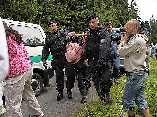 Policisté zasahují proti aktivistům na Šumavě