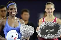 Nejlepší ženy Elite Trophy: vítězka Venus Williamsová a poražená finalistka Karolína Plíšková