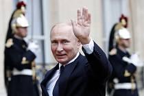 Ruský prezident Vladimir Putin před Elysejským palácem v Paříži