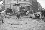 Během varšavské vzpoury zahynulo na 150 tisíc civilistů, celkový počet obětí přesáhl 200 tisíc