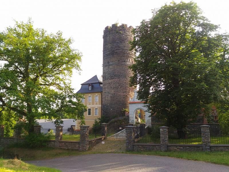 Zámek a hrad Starý Hrozňatov