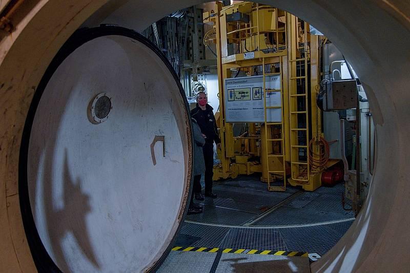 Místnost s palivovými tyčemi pod reaktorem. Rakouská jaderná elektrárna Zwentendorf.