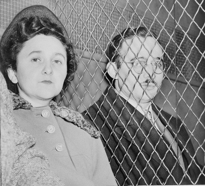 Julius a Ethel Rosenbergovi před soudem
