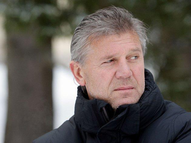 Hlavní kouč Sparty Jozef Chovanec drží Juraji Kuckovi palce.