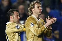 Alessandro Del Piero a Pavel Nedvěd po utkání v Londýně.