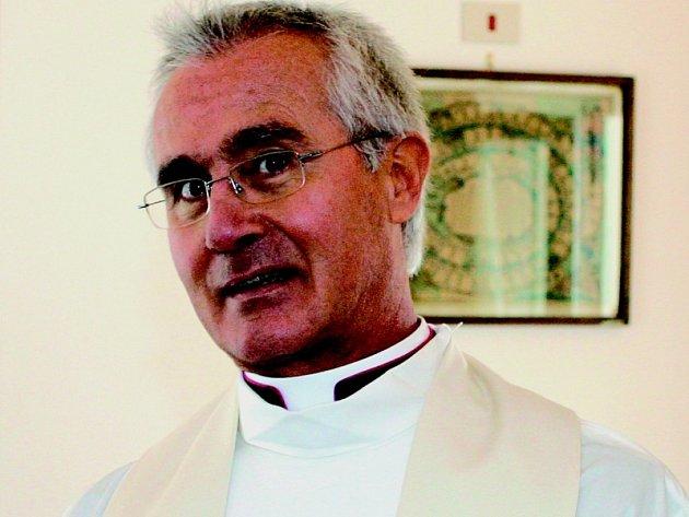 PODEZŘELÝ KNĚZ. Nunzio Scarano dohlížel na vatikánský majetek. Nyní je podle právníků ve vězení papežského státu.