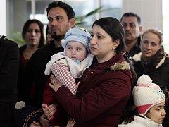 Únorový přílet skupiny křesťanských uprchlíků z Iráku na letiště Václava Havla. Ilustrační foto.