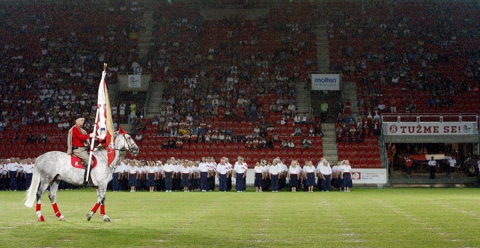 Všesokolský slet pokračoval 5. července v Praze prvním programem hromadných skladeb.