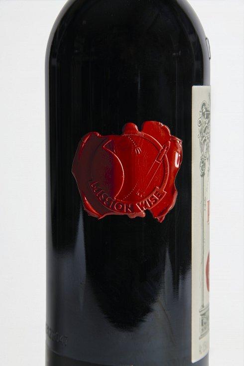 Lahev vína Pétrus 2000, která pobývala 14 měsíců na Mezinárodní vesmírné stanici, nyní nabízí aukční dům Christie's.