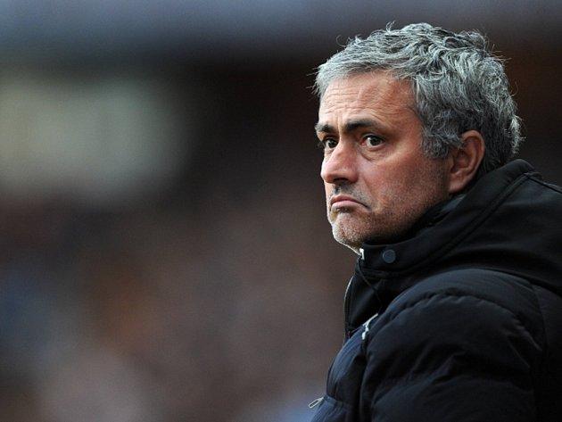 Trenéra Chelsea José Mourinha opět pořádně rozzlobil rozhodčí.