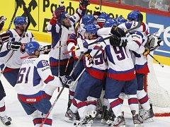Hokejisté Slovenska porazili ve čtvrtfinále mistrovství světa v Helsinkách po dramatickém průběhu Kanadu 4:3, přestože ztratili vedení 2:0 a po druhé třetině prohrávali 2:3. Vítězný gól vstřelil v 58. minutě při přesilovce Michal Handzuš.