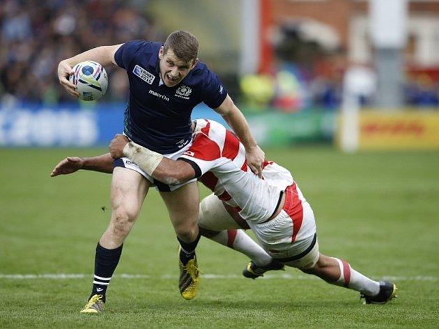 Ragbisté Skotska (v modrém) proti Japonsku.