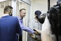 Poradce šéfa agentury Roskosmos Ivan Safronov (druhý zleva) u soudu v Moskvě, 7. července 2020