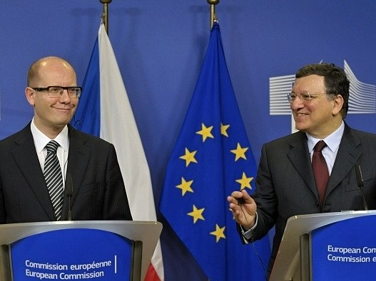 Předseda české vlády Bohuslav Sobotka (vlevo) a předseda Evropské komise José Barroso vystoupili 20. února na tiskové konferenci po společném jednání.