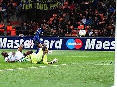Samuel Eto'o se stal hlavním strůjcem vítězství Interu nad Tottenhamem 4:3.