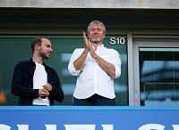 Ruský miliardář a oligarcha Roman Abramovič je velkým fanouškem svého fotbalového klubu Chelsea.