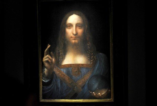 Obraz Salvator Mundi, prodaný na aukci za rekordních 450 milionů dolarů, zamířil do Louvru v Abú Zabí