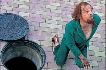 Odpudivý zelený mužík v podání Denise Lavanta v autorském povídkovém filmu Tokio je přesvědčivější a zábavnější než polepšený zabiják Nicolas Cage bratrů Pangů.
