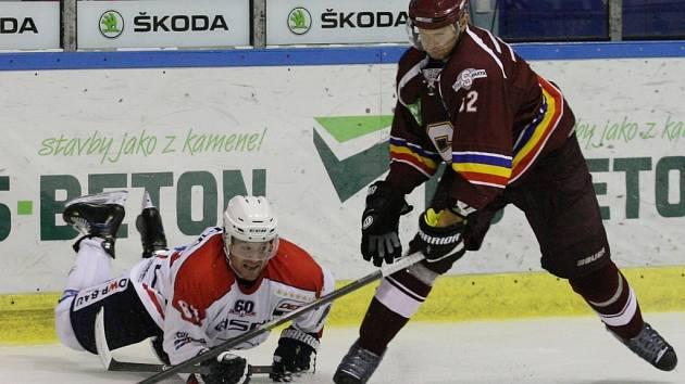 Hokejisté Sparty (v rudém) porazili po samostatných nájezdech Eisbären Berlín.