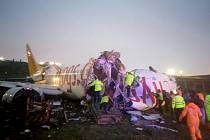 V Istanbulu sjelo letadlo z ranveje. Stroj se rozlomil