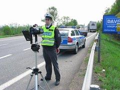 Dopravní policie s radarem. Ilustrační foto