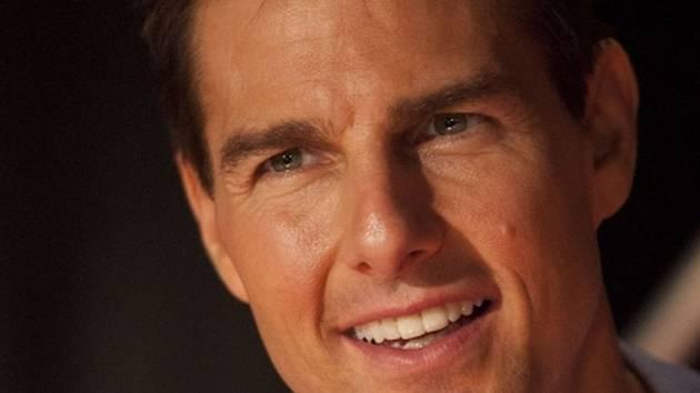Tom Cruise právě začal v Londýně natáčet po boku Emily Blunt sci-fi thriller o mimozemské invazi.