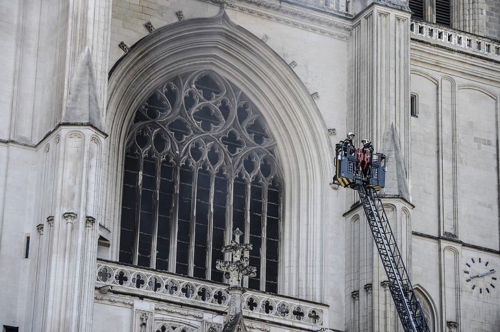 Požár katedrály ve francouzském Nantes