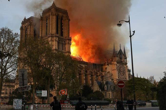 V Paříži hořela katedrála Notre-Dame