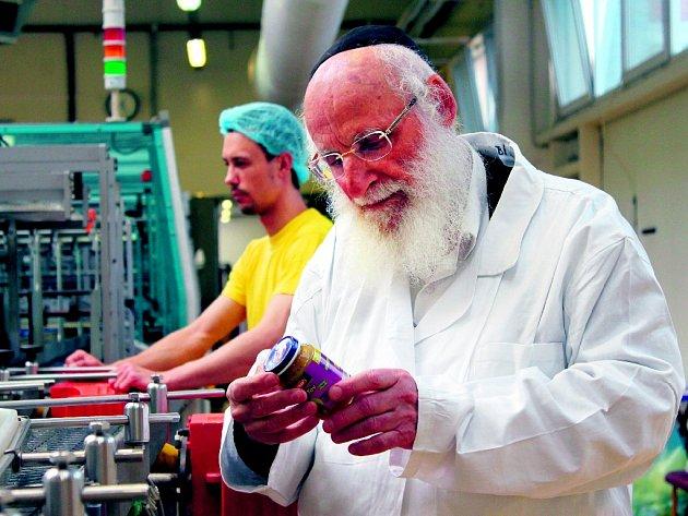 RABÍN HOFFMAN. Košer výroba se bez dohledu židovských autorit neobejde.