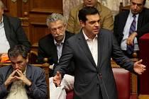 Řecký parlament většinou hlasů schválil první strukturální reformy, které požaduje eurozóna výměnou za příslib nového mezinárodního záchranného programu pro zadluženou členskou zemi Evropské unie.