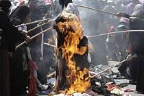 Ženy se postavily do čela protestů a začaly pálit svoje šaty.