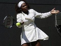 Elegantní bílá wimbledonská móda á la Serena Williamsová.