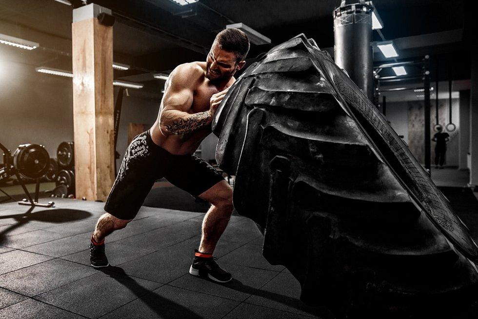 Některé cviky jsou jen pro opravdové svalovce.