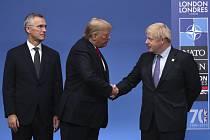 Zprava generální tajemník NATO Jens Stoltenberg, americký prezident Donald Trump a britský premiér Boris Johnson na summitu NATO v Londýně 4. prosince 2019