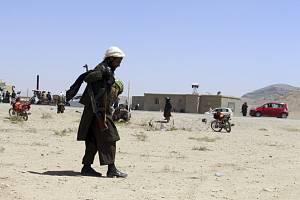 Bojovníci Tálibánu v afghánském městě Ghazní, 13. srpna 2021