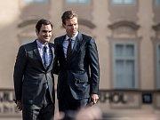 Roger Federer (vlevo) a Tomáš Berdych.