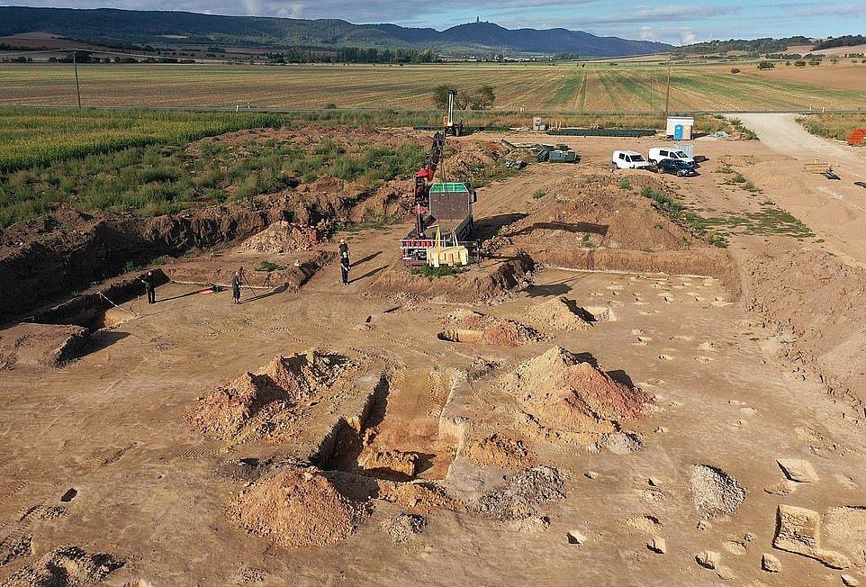 Raně středověké pohřebiště bylo objeveno při záchranném průzkumu předcházejícím výstavbě drůbeží farmy
