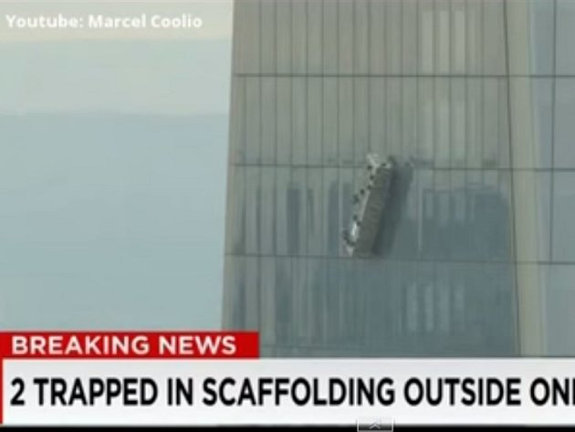 Dramatické okamžiky zažili umývači oken chilského mrakodrapu. Při práci v chilském Santiagu na hotelu Crowne Plaza se s nimi utrhla plošina a zůstali viset ve vzduchu. V danou chvíli myli okna 21. patra.