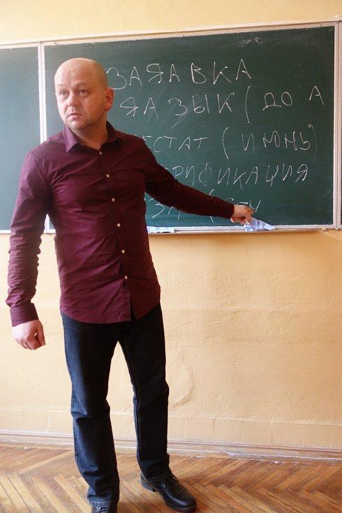 Josef Oriško na náboru studentů pro ostravskou technickou univerzitu.