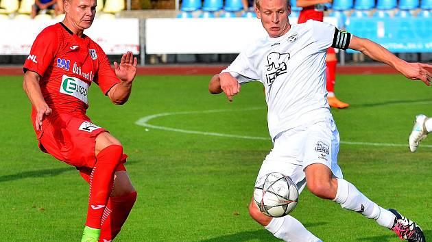 Mariánskolázeňská Viktorie ( v bílém) v prvním kole MOL Cupu nestačila na favorizované Ústí nad Labem (v červeném), kterému podlehla 1:4.