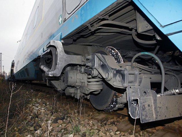 Strojvedoucí zastavil soupravu po 400 metrech.