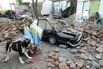 Zemětřesení v Chile o intenzitě 8,8 stupně Richterovy škály zabilo několik desítek lidí.