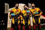 Do kabiny kamionu týmu Big Shock! Racing usednou (zleva) pilot Martin Macík, mechanik David Švanda a navigátor František Tomášek