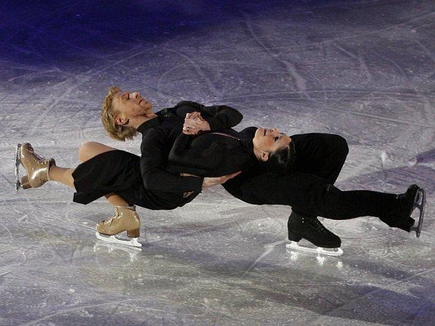 Francouzský pár Isabelle Delobelová a Olivier Schönfelder.